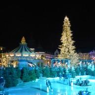 Weihnachtsmarkt mit Eisbahn