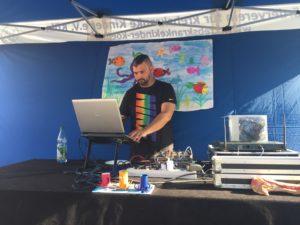 DJ Enzo in seinem (Unterwasser-) Element